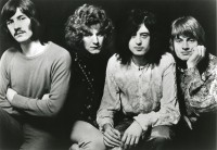 Led-Zeppelin-1969-bw2-court