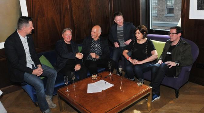 v.l.n.r.: Tom Chapman, Bernard Sumner, Daniel Miller, Phil Cunningham, Gillian Gilbert, Stephen Morris. Photo credits: Jim Dyson